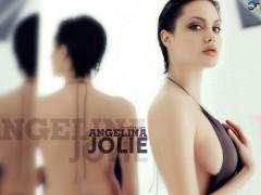 Angelina Jolie: mastectomia preventiva, la parola dei dottori