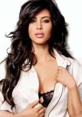 Kim Kardashian mangia la placenta dopo il parto per rimanere bella