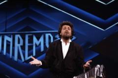 Beppe Grillo canterà a Sanremo?
